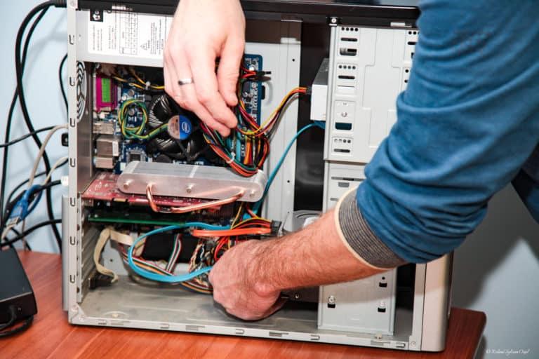 Changement de pièce détachée ordinateur Luçon